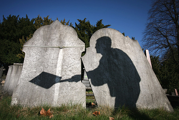 City Of London Cemetery Pilots New Scheme To Reclaim Old Graves For Re-Use
